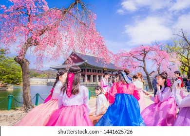 SEOUL,SOUTH KOREA-MARCH 11,2013:Young tourists wear National dress to watch the cherry blossoms in Gyeongbokgung palace,Seoul,South Korea