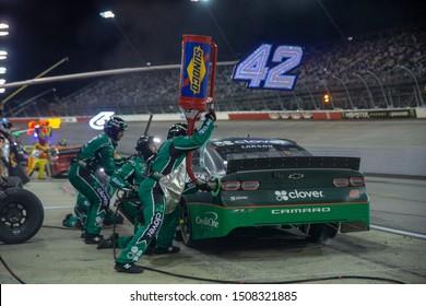 September 01, 2019 - Darlington, South Carolina, USA: Kyle Larson (42) and crew make a pit stop for the Bojangles' Southern 500 at Darlington Raceway in Darlington, South Carolina.