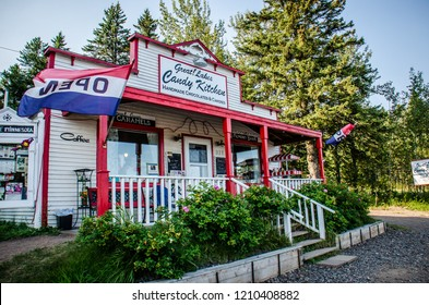 SEPTEMBER 1 2018 - TWO HARBORS, MINNESOTA: Great Lakes Candy Kitchen is a popular roadside touristy gift shop along Minnesota's North Shore Drive in Two Harbors, MN. Sunny day.
