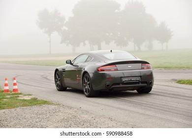September 11,2015: Aston Martin V8 Vantage,le circuit de Lohac,France