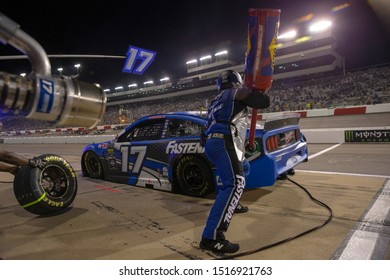 September 21, 2019 - Richmond, Virginia, USA: Ricky Stenhouse, Jr (17) and crew make a pit stop under the lights for the Federated Auto Parts 400 at Richmond Raceway in Richmond, Virginia.
