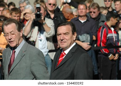 SEPTEMBER 22, 2005 - BERLIN: Franz Muentefering, Chancellor Gerhard Schroeder at a press conference after coalition talks with the CDU in Berlin.