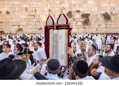 September 25, 2018 - Jerusalem, Israel: Sukkot prayers at the Western Wall.