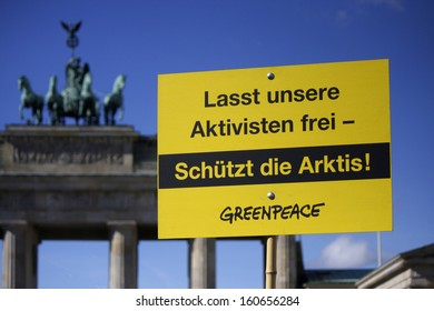 "SEPTEMBER 28, 2013 - BERLIN: ""Lasst unsere Aktivisten frei!"" (Release Our Activists!"") - protest by Greenpeace against Russia in front of the Brandenburg Gate in Berlin."