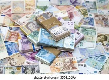 Serbian Dinar and another Currency on the Desk