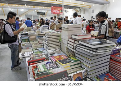 SERDANG, MALAYSIA - OCTOBER 9: Customers at the Big Bad Wolf book fair on October 9, 2011 in Malaysia Agro Exposition Park Serdang, Malaysia. The book fair is the world biggest with 1.5m titles.