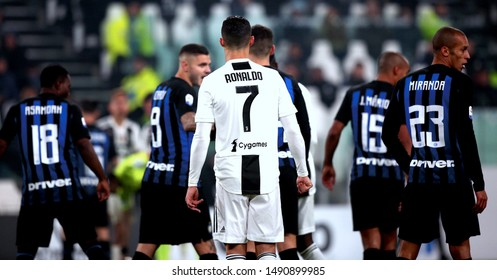 Serie A - Juventus v Inter - Turin, Italy  Allianz Stadium - 07/12/2018 - Cristiano Ronaldo among the Inter players
