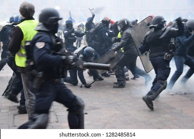 Serious clashes occured on 2019 in the streets of Toulouse, France, between riot police units and the yellow vest (gilets jaunes). Police largely used tear gas. Such violences occured all over France.