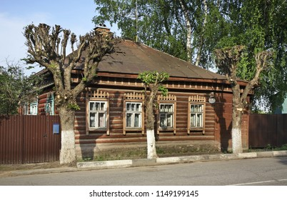 SERPUKHOV. MOSCOW OBLAST. RUSSIA. 16 MAY 2013 : Traditional wooden house in Serpukhov. Moscow oblast. Russia