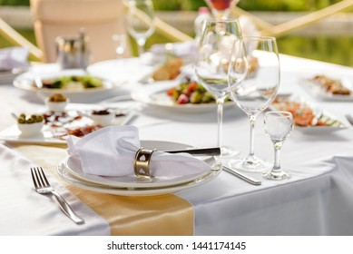 Server table plate knife fork and glasses at the banquet