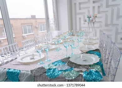 Serving table with blue glasses and white pearl plates
