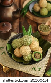 Sesame seed balls or Onde-onde is one of Indonesian traditional snack, made from sticky rice flour plus a little rice flour and sugar with green beans paste inside.