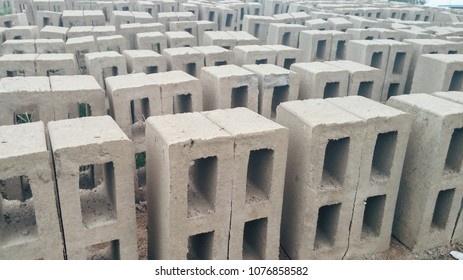 Set of concrete building blocks