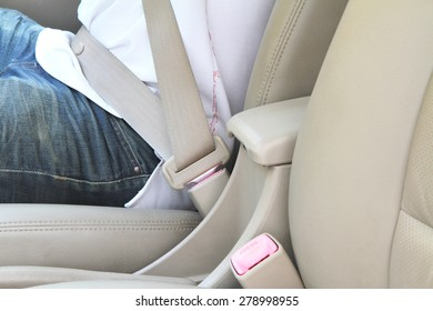 set the seat belt before drive the car.