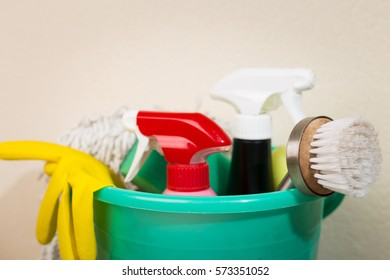 A set of sponges and cleaning products for cleaning