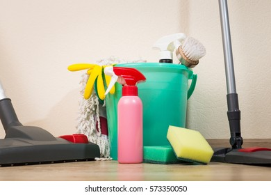 A set of sponges and cleaning products for cleaning, as well as a vacuum cleaner and a mop