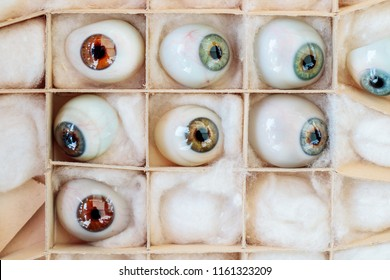 Set of vintage artificial eyes in a box