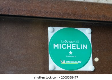 sete , ocitanie France  - 06 30 2021 : Michelin Star Guide vert plate sign brand with text green logo on good tourist place wall building