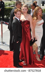 Seth Green & Clare Grant at the 2009 Creative Arts Emmy Awards at the Nokia Theatre L.A. Live in Downtown Los Angeles. September 12, 2009  Los Angeles, CA Picture: Paul Smith / Featureflash