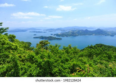 Seto Inland Sea National Park The view of the large and small islands from the top of Mt. Ryu-o is the best view of the Seto Inland Sea.