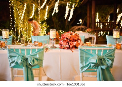 setup dinner tables wedding with the flowers