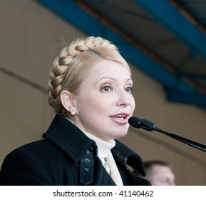 SEVASTOPOL, UKRAINE - FEBRUARY 18:  Ukrainian presidential candidate Yulia Tymoshenko is taking part in election campaign on February 18, 2006 in Sevastopol, Ukraine.
