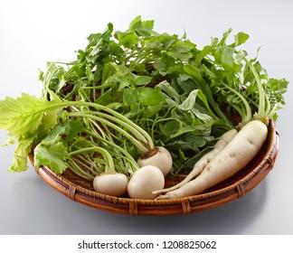 Seven spring herbs (Java water dropwort, shepherd's purse, Jersey cudweed, common chickweed, Japanese nipplewort, turnip, and daikon)