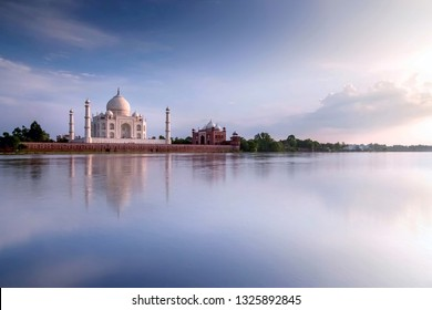 The Seven Wonders of the World Taj Mahal