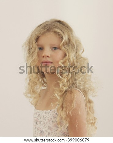 Girls with blonde curly hair right!
