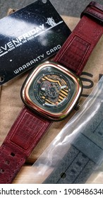 SEVENFRIDAY SILKROAD integrates design elements of China's culture, past, present and future. Is limited to 450 pieces and instead of a world map on the caseback,