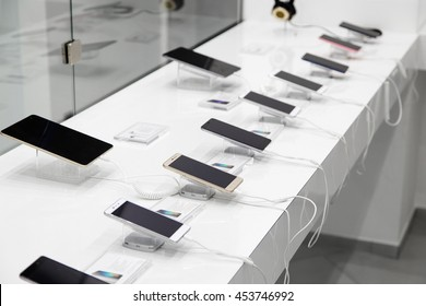Several smartphones and tablets with the anti-theft devices in the store