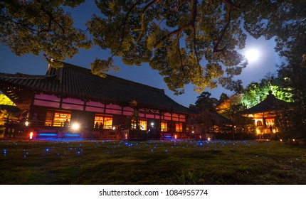 Several times a year, during the Higashiyama Hanatouro event, sakura season, and in late autumn, Shorenin temple in Higashiyama hosts a special night opening and illumination.