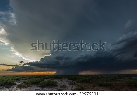 A severe-warned thunderstorm storm near Carlsbad, New Mexico
