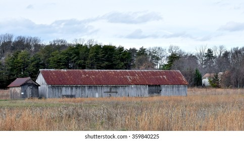 SEVERN, MD, USA - DECEMBER 31, 2015: An abandoned barn on an old farm in Severn, MD.