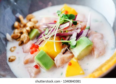 Sevice with salmon and mango