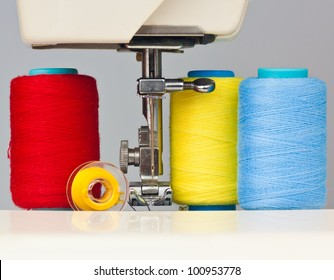 Sewing machine and colorful thread bobbins