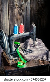 Sewing machine with scissors, threads and cloth