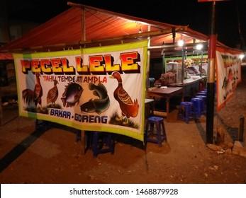 Sewon,Yogyakarta, Indonesia - Agustus 2, 2019 : Catfish Pecel Eating Stalls  sering disebut (Warung Makan Pecel Lele)  at night