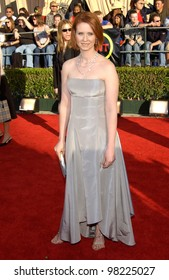 Sex and the City star CYNTHIA NIXON at the 8th Annual Screen Actors Guild Awards in Los Angeles. 10MAR2002.  Paul Smith / Featureflash