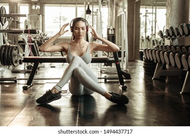 Sexy asian women are in the gym to exercise. Exercise in the gym concept.