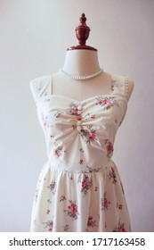Sexy back bow dress white vintage floral dress retro fashion tea party cottage style dress sundress on mannequin clothing store display dress form handmade cute girl clothing lady female outfit