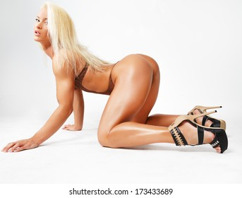 Mature women on all fours