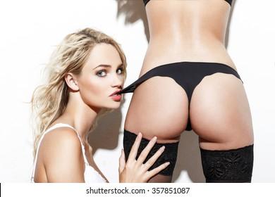 Sexy blonde lesben