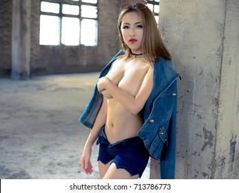 Desi aunty nude in blouse