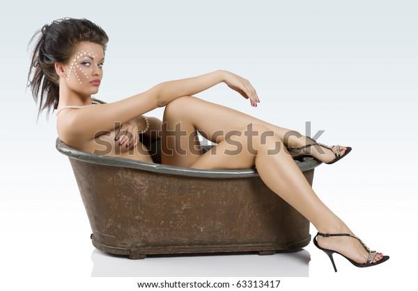 Nude photos of maui taylor
