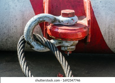 Shackle and sling pre-slung to a riser guard