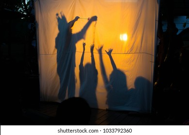 Shadow play and many children