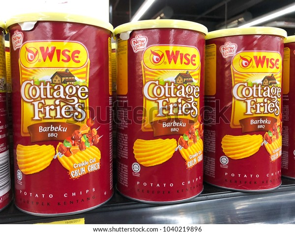 35e258f26 SHAH ALAM, MALAYSIA - FEBRUARY 12, 2018: Wise brand cottage fries display on