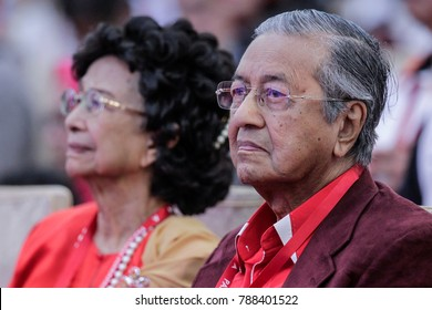 SHAH ALAM, MALAYSIA - JANUARY 07, 2018. A portrait of Mahathir Mohamad is a Malaysian politician who was the fourth Prime Minister of Malaysia from 1981 to 2003 with his wife, Siti Hasmah Mohd Ali.