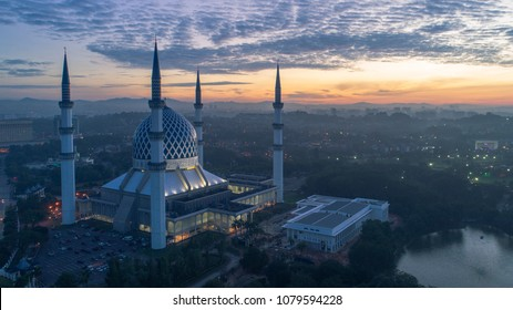 Shah Alam,Malaysia - 20 April 2018 - A sunrise at Blue Mosque, Shah Alam, Malaysia. Blue Mosque or Sultan Salahudin Abdul Aziz Shah Mosque is the state of mosque of Selangor,Malaysia